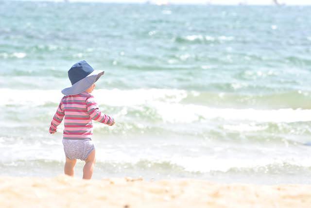 dziecko w wodzie