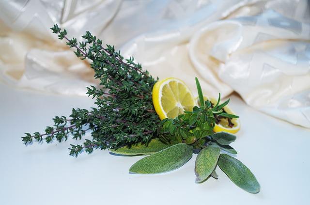 Cytryna i gałązki tymianku