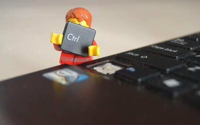 Ludek lego z klawiszem komputerowym