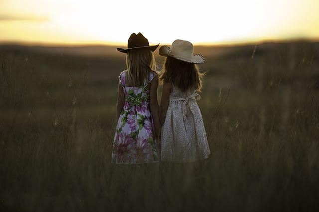 Modnie ubrane dziewczynki