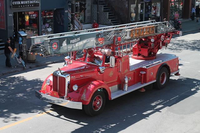 stary wóz strażacki