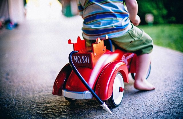 Dziecko na jeździku