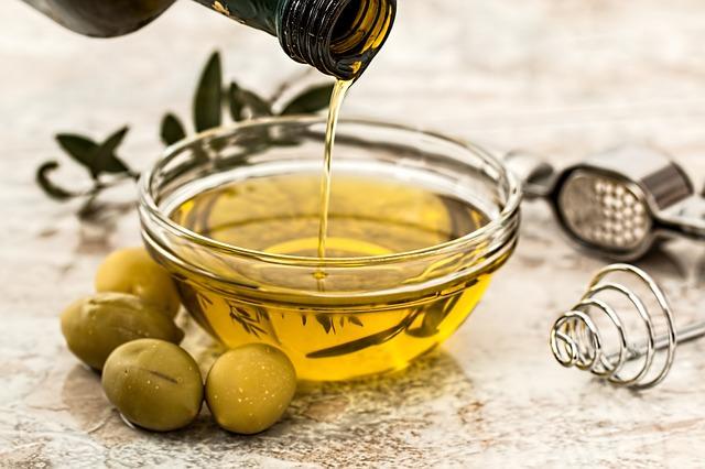 Oliwa z oliwek na obniżenie cholesterolu