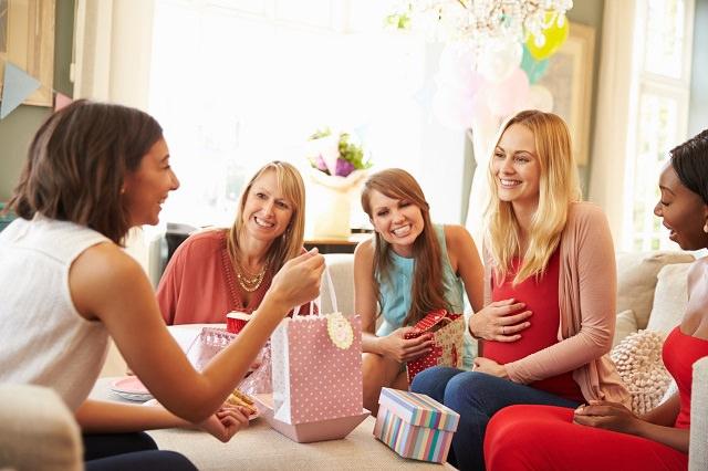 kobiety podczas baby shower
