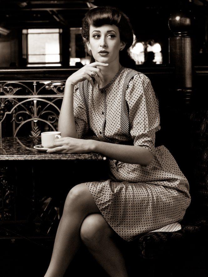 Kobieta z filiżanką kawy