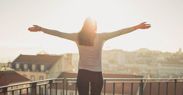 Kobieta, która jest zadowolona z życia