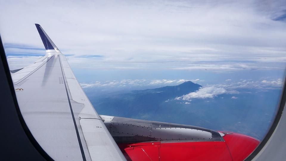 Widok z samolotu na ziemię