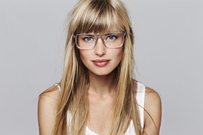 Kobieta o blond włosach