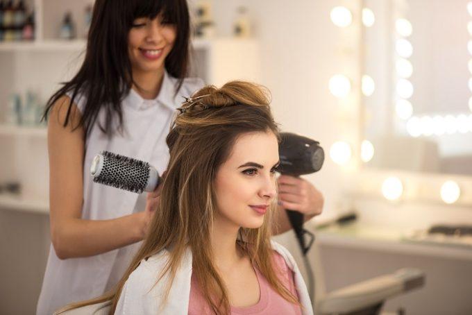 Suszenie włosów u fryzjera