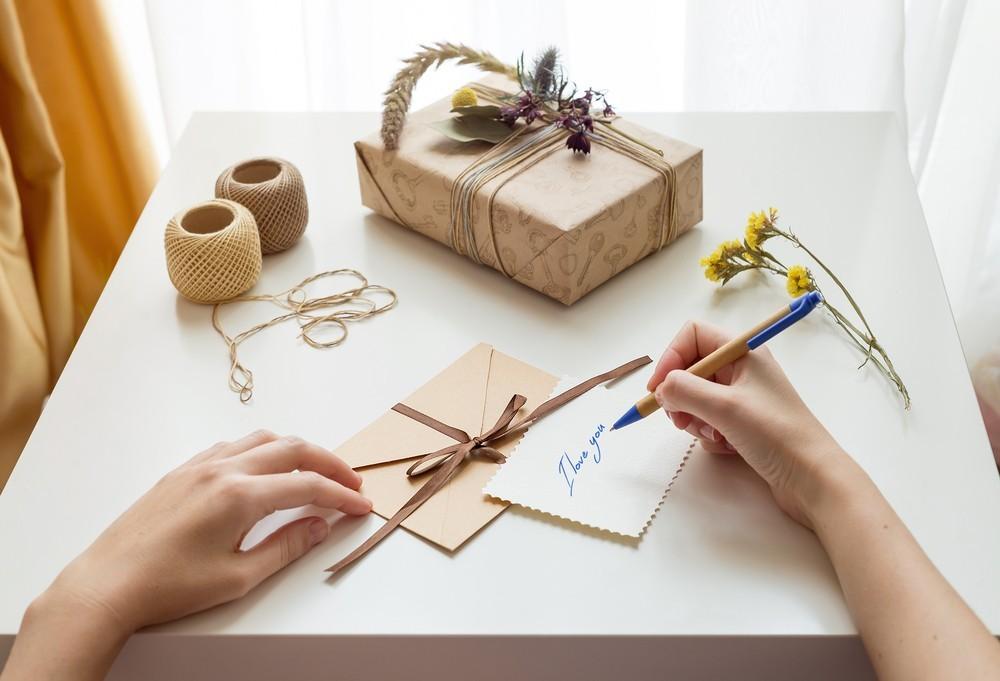 Pudełko, podpisywanie kartki